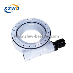 Worm enclosed slewing drive with hydraulic motor